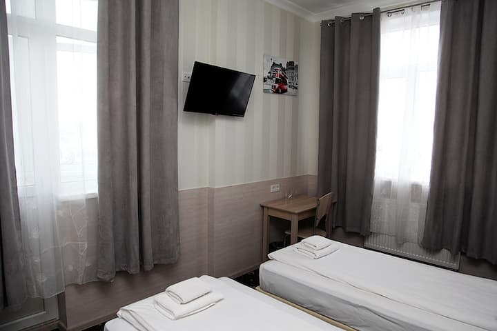 Новый номер в отеле, в центре Киева.
