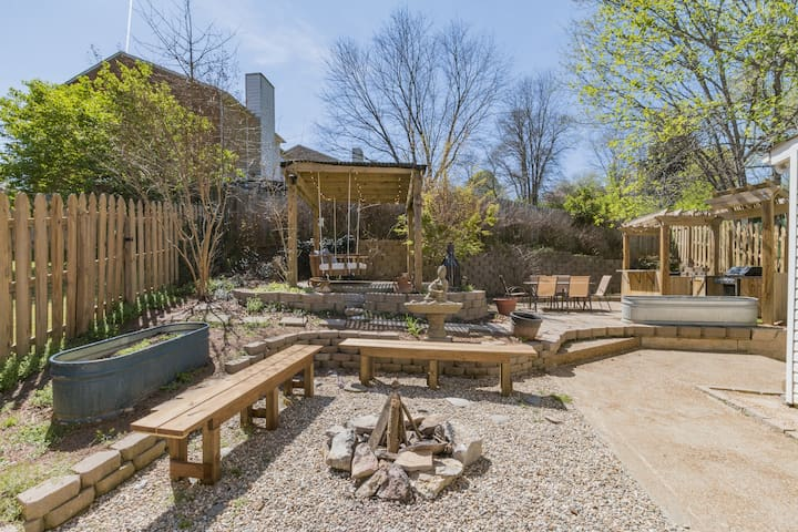 Gorgeous Home with Landscaped Patio - Nashville - Townhouse