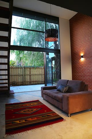 New York Style Townhouse in Great Location - Jolimont - Casa