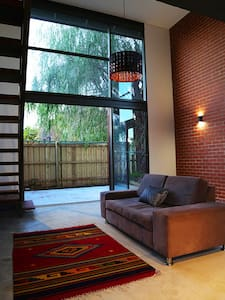 New York Style Townhouse in Great Location - Jolimont - Rumah