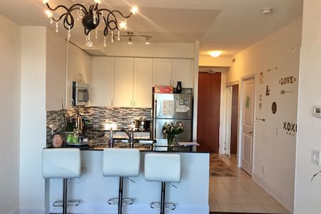 Beautiful Condo with a patio in Vaughan - วอจ์น - (ไม่ทราบ)