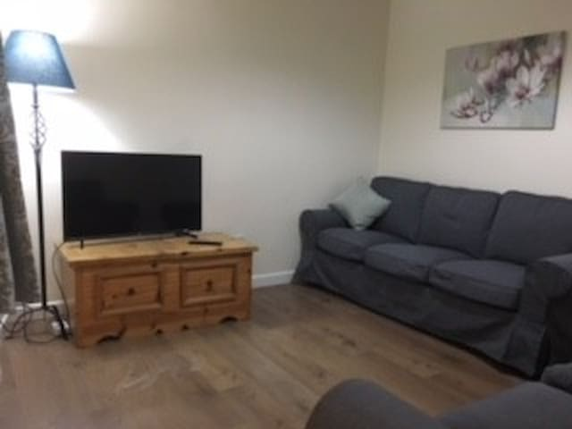 Large & cosy 6-bed house in Gloucester city centre