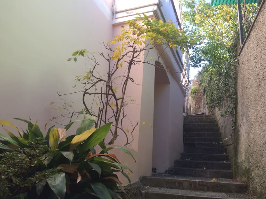 ... Casa Pastine, to be reached in 5 minutes from the central parking on a typical Ligurian footpath