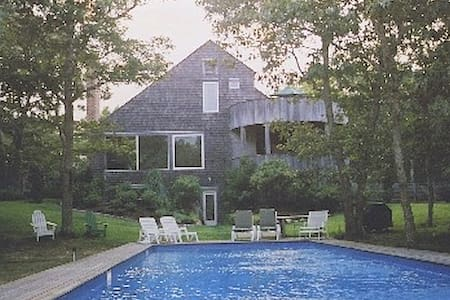 Private gem, with 65' pool - East Hampton - House