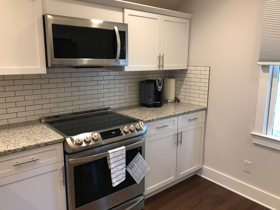 Gourmet kitchen with coffee/tea maker (k-cup compatible - feel free to bring your own however we provide some for your stay as well as sugar and creamer). We also provide instructions to use the machine as well as mugs for coffee / tea.
