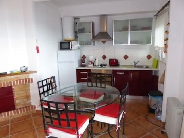 Apartment with sea panoramic views, located in a quiet neighborhood in Super Fané (Llanç - Llançà - อพาร์ทเมนท์