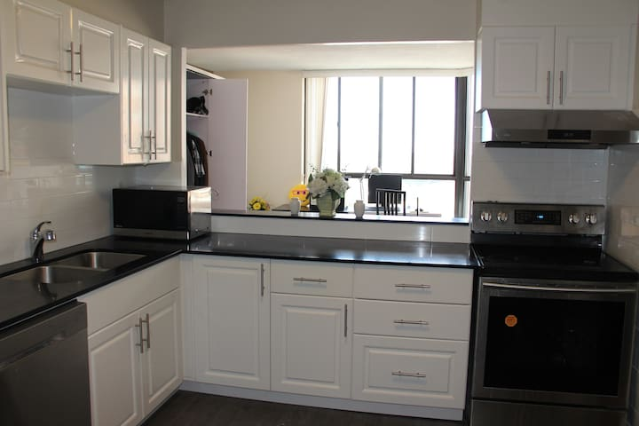 Clean, Warm, and Friendly Condo in Scarborough