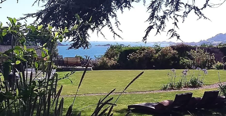 Gîte Gardenn ar Roc'h au calme Vue Mer !!