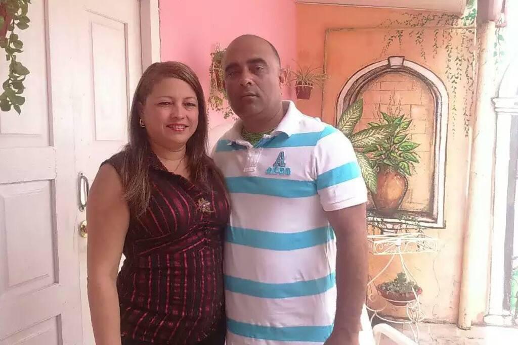 Nuñez y Graciela nuestros coanfitriones  y responsables de hacer de su estancia en casa verdaderos días inolvidables