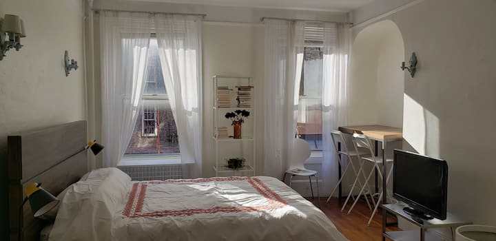 Charming West Village studio in private townhouse