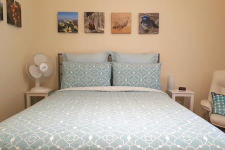 Sunny room close to Adelaide city!