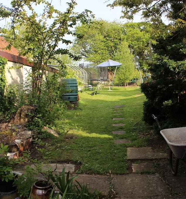 The South facing garden has lovely sunny corners