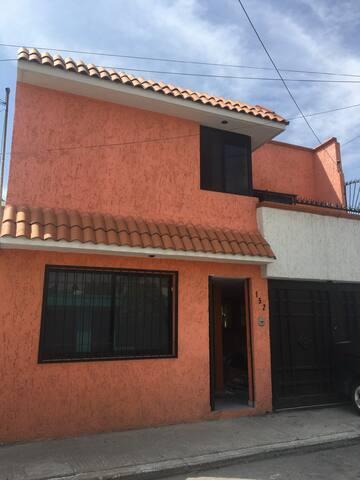Casa Centrica, 20 min Centro y zona Industrial SLP - San Luis Potosí - Casa