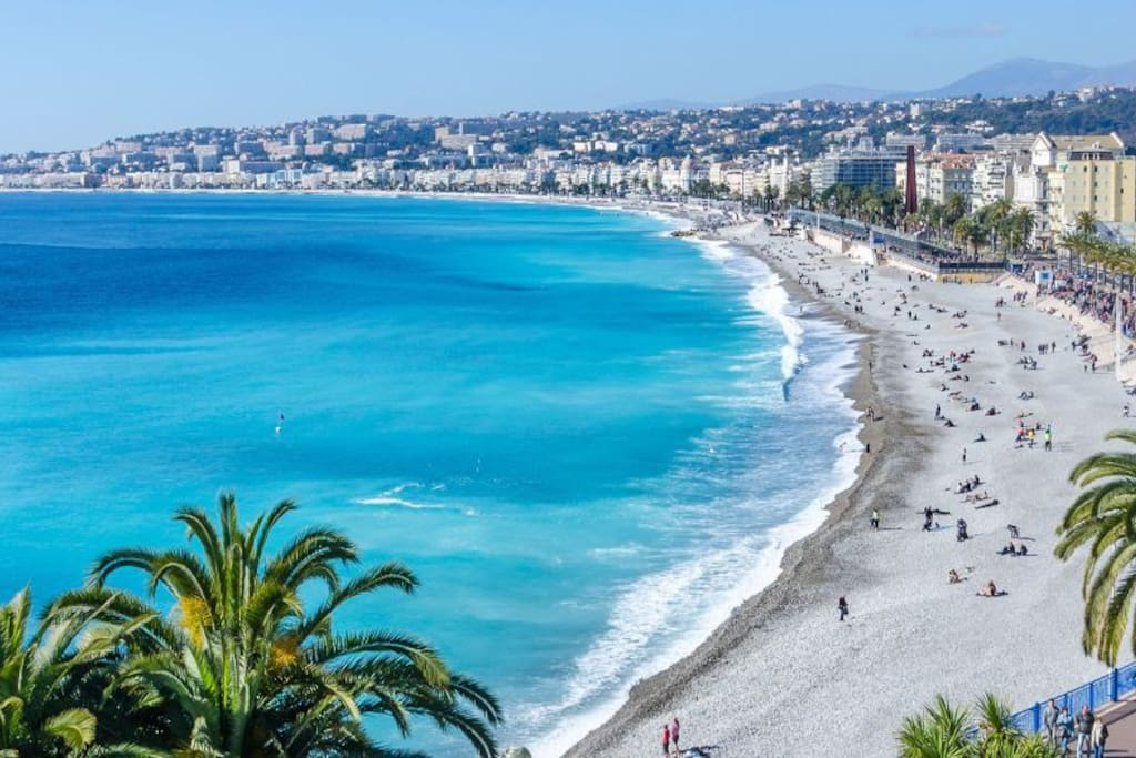 """La promenade des anglais"" at 10 minutes in foot and 5 minutes in tramway."