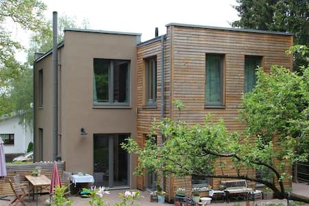 Gemütliches Einfamilienhaus am Rande von Berlin - Berlim - Casa