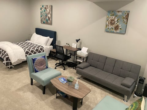 Cozy 1 bedroom w/ private bathroom & private patio