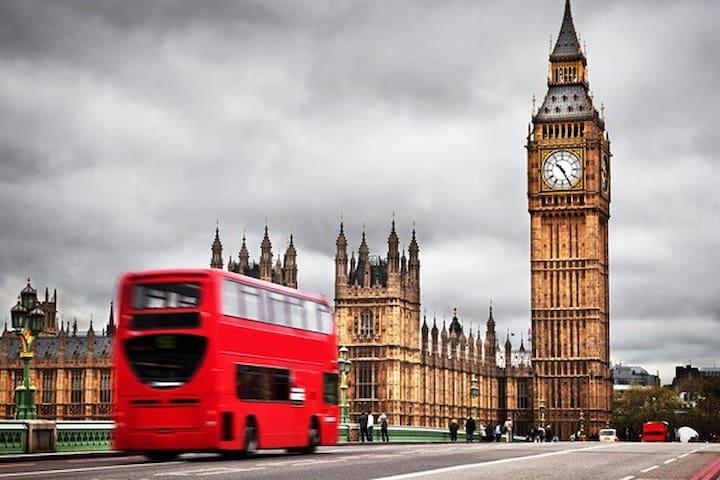 Big Ben and parliament square 15 minutes walk
