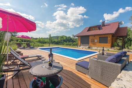Holiday cottage with 3 bedrooms on 105m² in Gospic