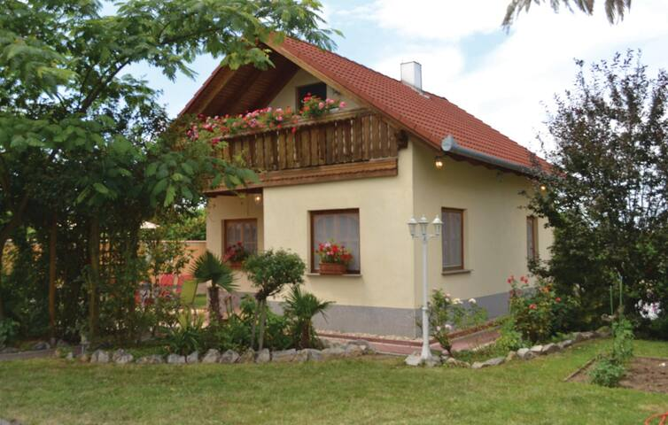 Holiday cottage with 3 bedrooms on 75 m² in Zamárdi