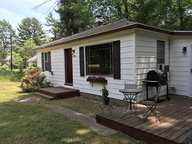 Grand Haven Home, 3 block walk to Lake MI access