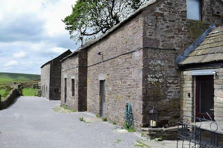 Blackclough Barn (UK4068)