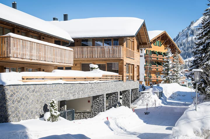 Luxury Chalet Laurus in the heart of LECH