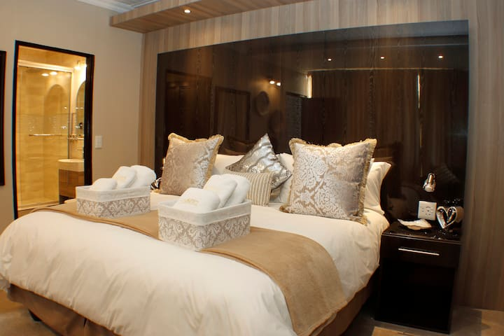 The Royal Suite, 1 bedroom self-catering apartment
