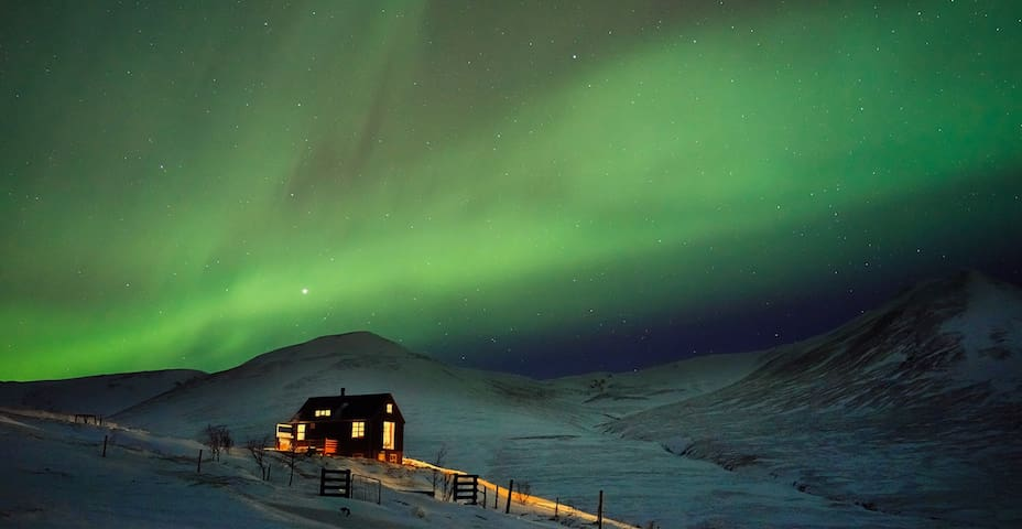 What a wonderful time ! We had the chance to experience a storm the first night and a clear sky with northern light the second. It is hard to leave a comment on this house because we would like to keep it secret only for us! Thank you Kristjan.