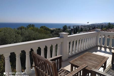 Deluxe 3 Room Appartment with Sea View in Chios