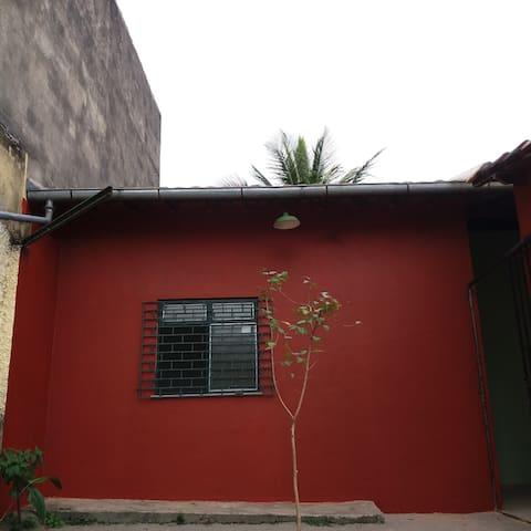 casa bucólica com quintal e garagem!!!