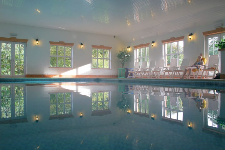 Granary  Cottage  with indoor Pool, Spa and Bistro