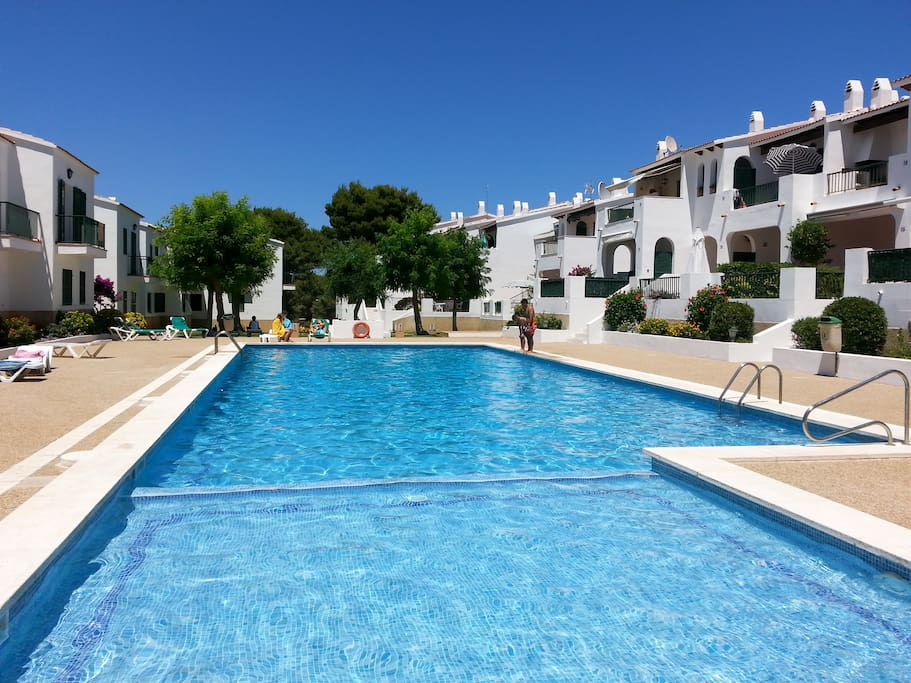 Appartement neuf grande piscine son parc menorca flats for Piscines illes
