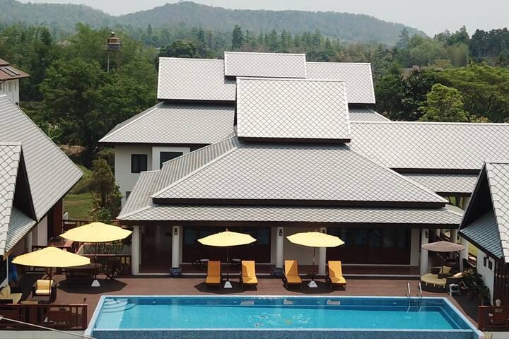 Luxurious 2 Bedroom Pool Villa w/ Breakfast