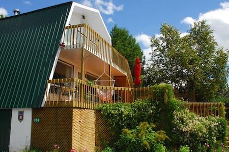 Le chalet au toit vert - Baie-Saint-Paul - เซอร์วิสอพาร์ทเมนท์