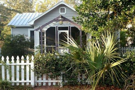 Jasmine Cottage. Apalachicola, FL - Apalachicola