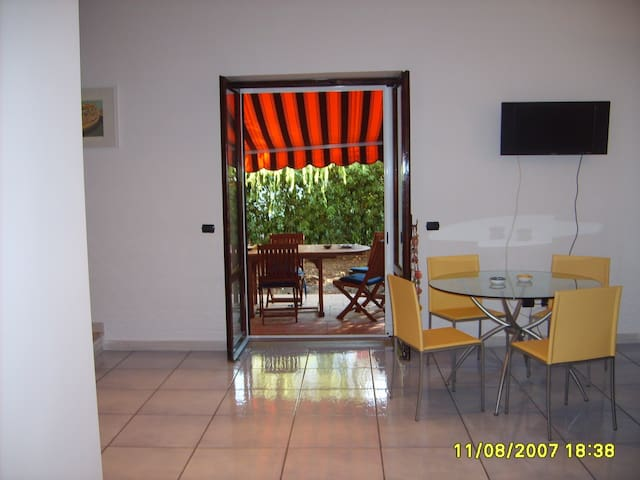 Nice house close to the Beach. - Baia Domizia - Huis