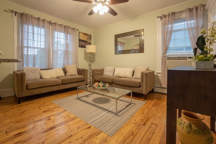 ⭐️Stylish 3BR / Parking / Minutes from Manhattan