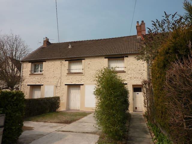 Duplex tout confort, proche Paris - Marolles-en-Hurepoix - Flat