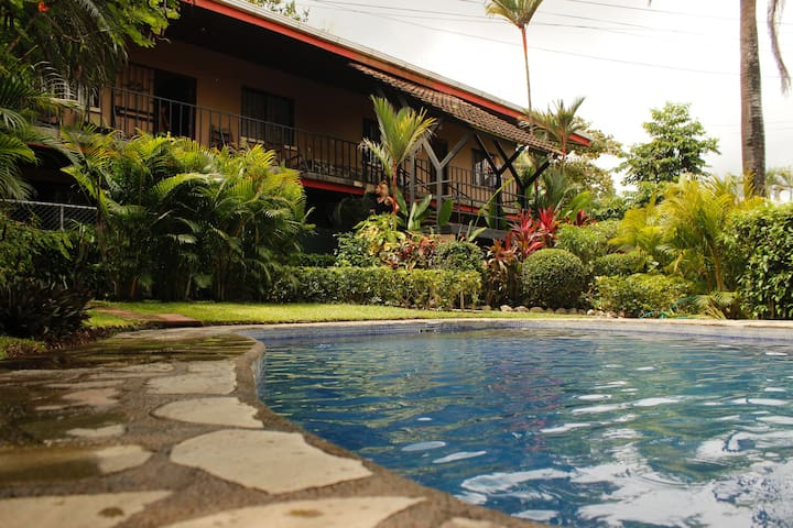 GORGEOUS TIDY CONDO 3MIN DRIVE TO PLAYA HERMOSA!!! - Playa Hermosa - Appartement