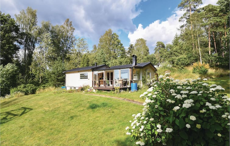 Holiday cottage with 1 bedroom on 80m² in Torestorp