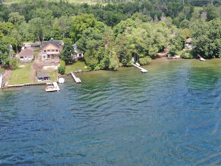 Waterfront cottage on Lake Simcoe/Innisfil