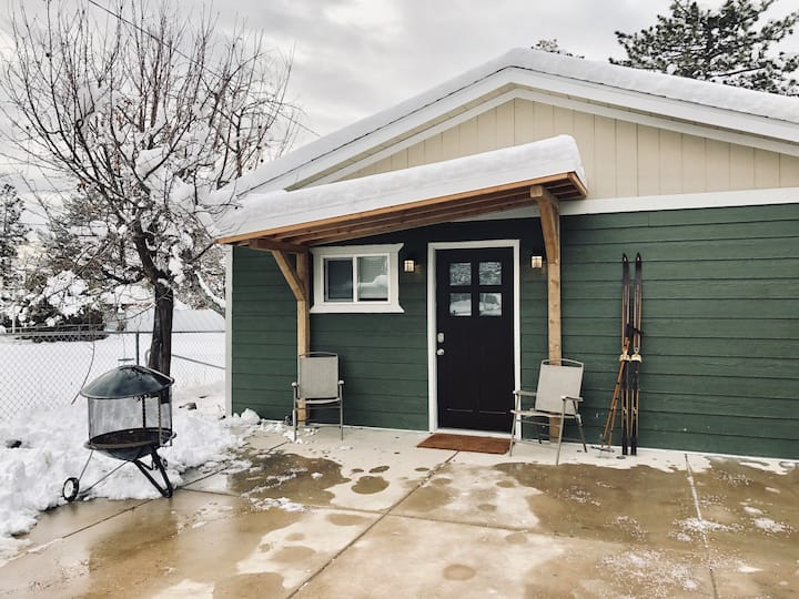 Modern Guest House 10 min from ski resorts!