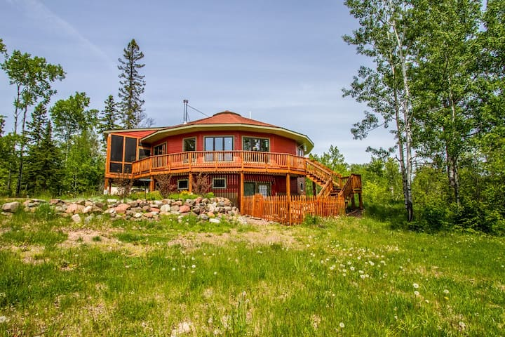 Roundhouse, a unique and spacious private home, is the perfect destination for your next North Shore adventure.
