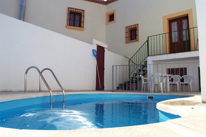 Villa with 3 bedrooms in Castil de Campos, with private pool and furnished terrace - 150 km from the beach