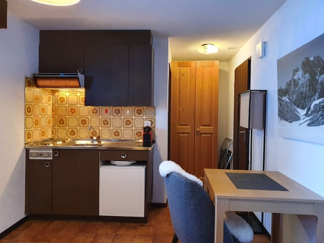 !!!GOOD PRICE, CLOSE TO DOWN TOWN, GOOD LOCATION!!
