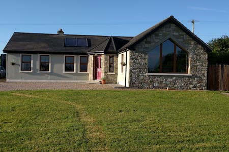 Beautiful 3 bedroom house with large garden - Castlebar