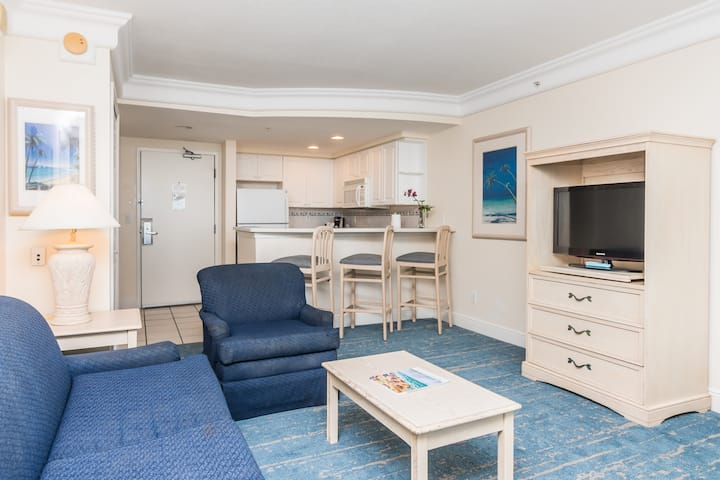 Two Queen Ocean Front One Bedroom Suite - No Cleaning Fees