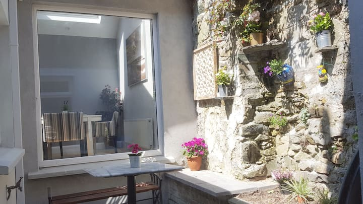 Boutique 2 bedroom town house with superb sea view