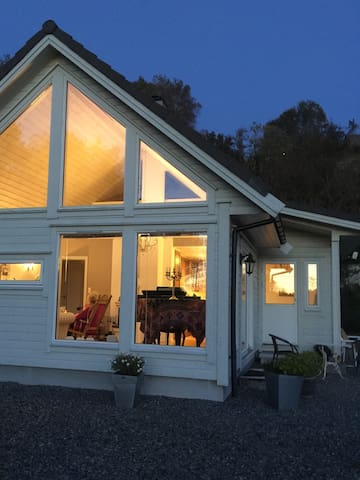 Lite koselig hus nært sjøen - Storebø - Ev