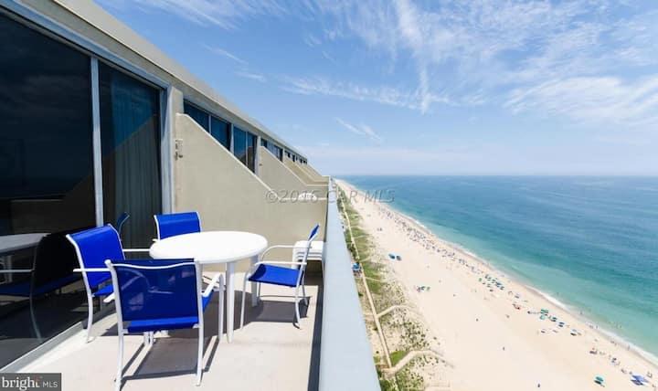 Beachfront Penthouse -  Unique Bay & Ocean Views